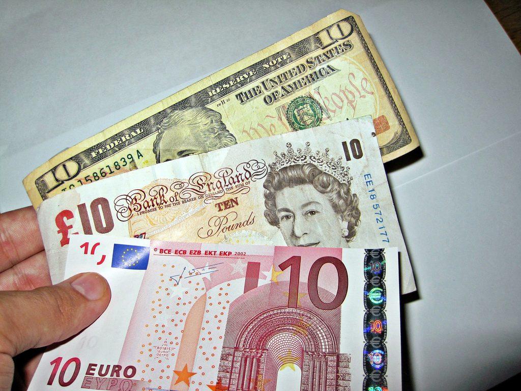 cashless_society Cashless Society – War On Cash to Benefit Gold? Cashless Society – War On Cash to Benefit Gold? cashless society 1024x768